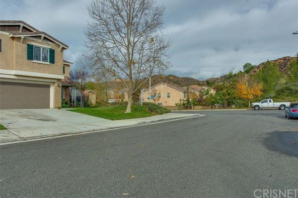 29729 Liverpool Ct., Castaic, CA 91384 Photo 3