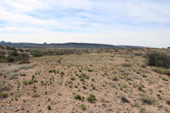 7800 S. Rolling Hills Dr., Kirkland, AZ 86332 Photo 2
