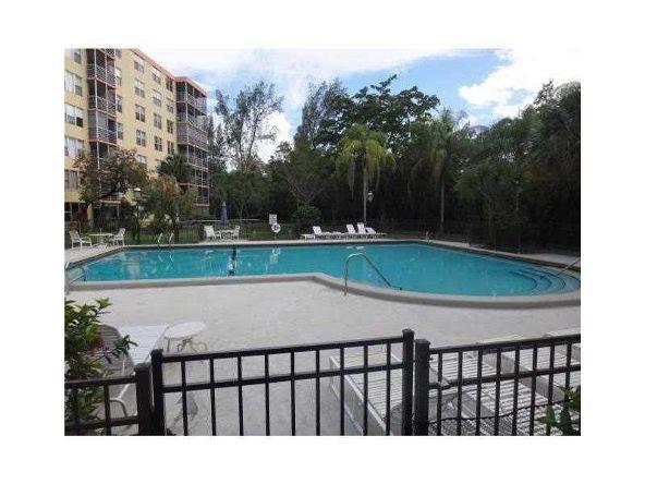 17890 West Dixie Hy, North Miami Beach, FL 33160 Photo 8