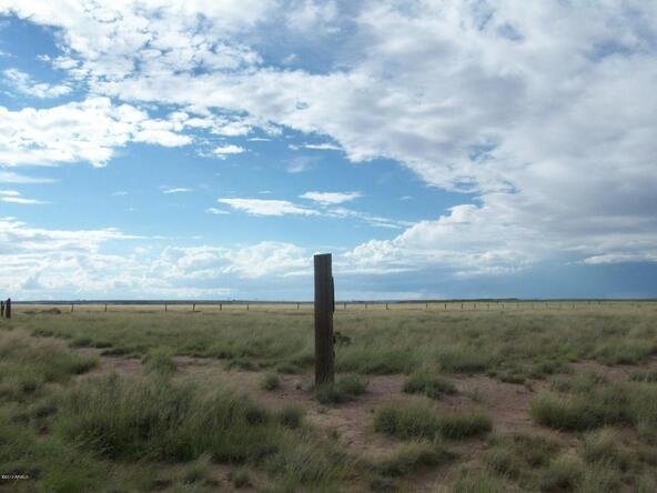 7375 E. Stardust Rd., Sun Valley, AZ 86029 Photo 8