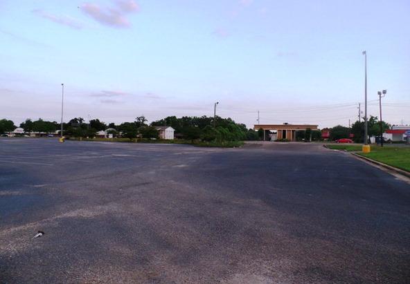 120 Lindberg Avenue, Atmore, AL 36502 Photo 4