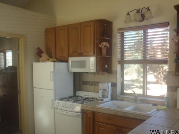 7241 E. Shadow Ridge Dr., Yucca, AZ 86438 Photo 8