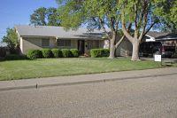 Home for sale: 711 Oak, Dimmitt, TX 79027