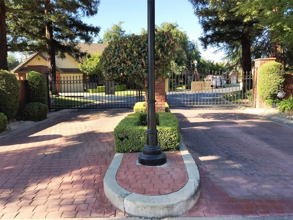 2555 W. Bluff Avenue, Fresno, CA 93711 Photo 3