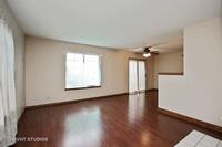 Home for sale: 725 Fieldcrest Dr., South Elgin, IL 60177