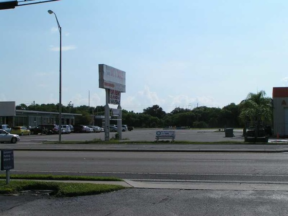 15 Thriftway Plaza, Ruskin, FL 33570 Photo 3