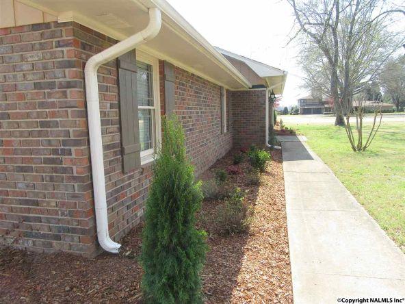 2304 Mountbrook Dr. S.E., Decatur, AL 35601 Photo 4