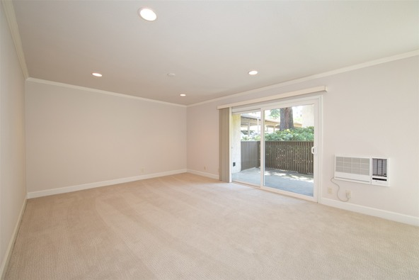 8515 Villa la Jolla Dr., La Jolla, CA 92037 Photo 2